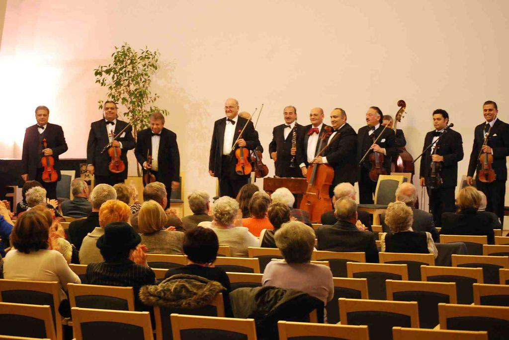A 100 Tagú Cigányzenekar kamarazenekarának koncertje - 2011.11.25.