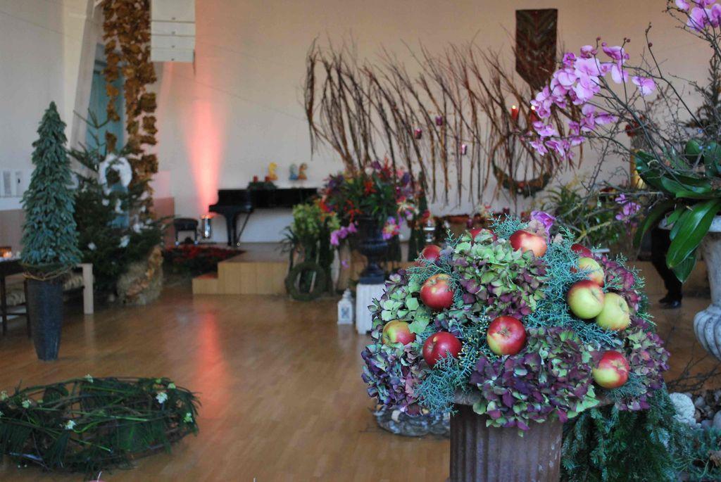 Angyali üdvözlet címmel adventi kiállítás Kruchió László munkáiból - 2012.12.