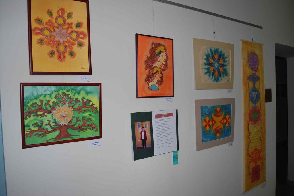 Szivárvány selyemfestő kör kiállítása - 2012.01.